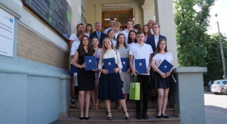 Nagrody od burmistrza dla najlepszych uczniów