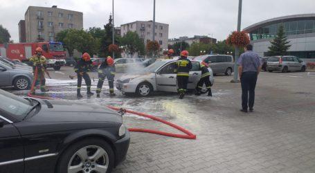 Pożar samochodu na parkingu przy MDK i Fali